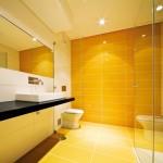 Жизнерадостни плочки за баня в жълто Stripes от Aparici (Испания)