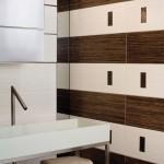 Класни плочки за баня в бяло и кафяво Zebra на Aparici (Испания)