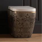 Стилна стояща тоалетна чиния  с декорация питон
